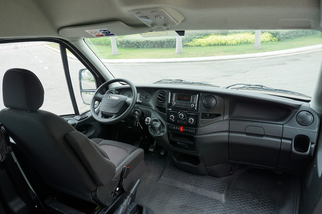 3-ghe-lai-minibus-iveco-daily-2020-2021-xetot-com-blog