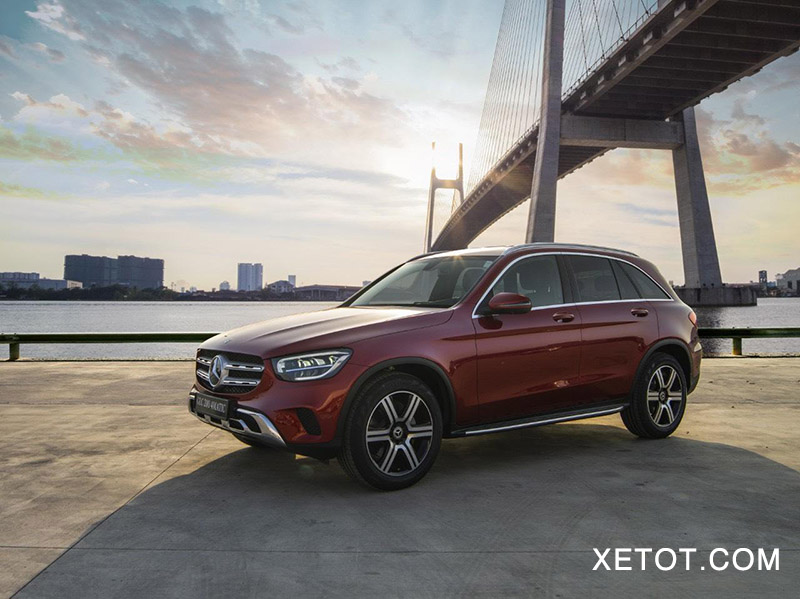 5 1 - Mercedes GLC 200 và 200 4Matic 2020 - Giá chênh lệch 300 triệu, có gì khác biệt?