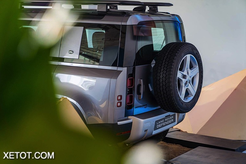 duoi-xe-Land-Rover-Defender-2020-2021-xetot-com