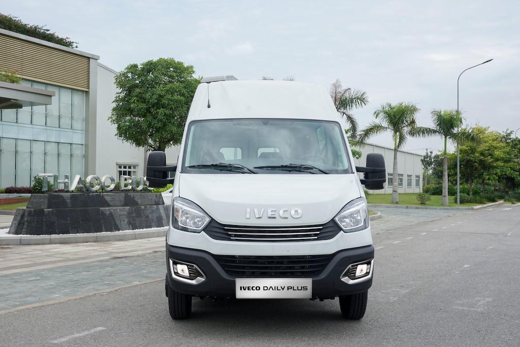 galang-minibus-iveco-daily-2020-2021-xetot-com-blog