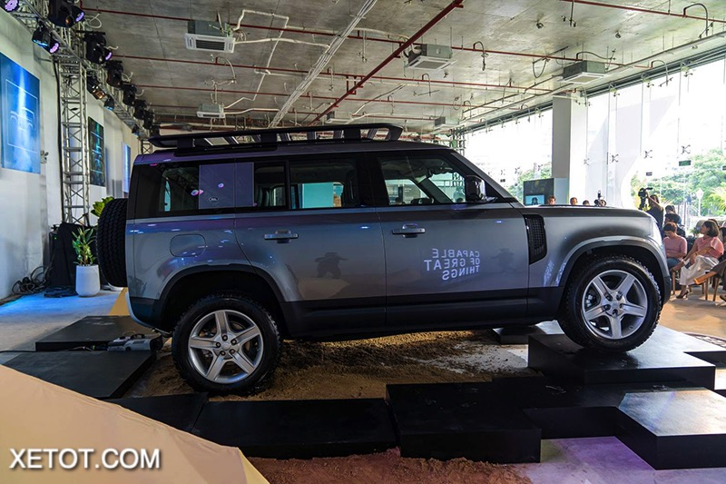 hong-xe-Land-Rover-Defender-2020-2021-xetot-com