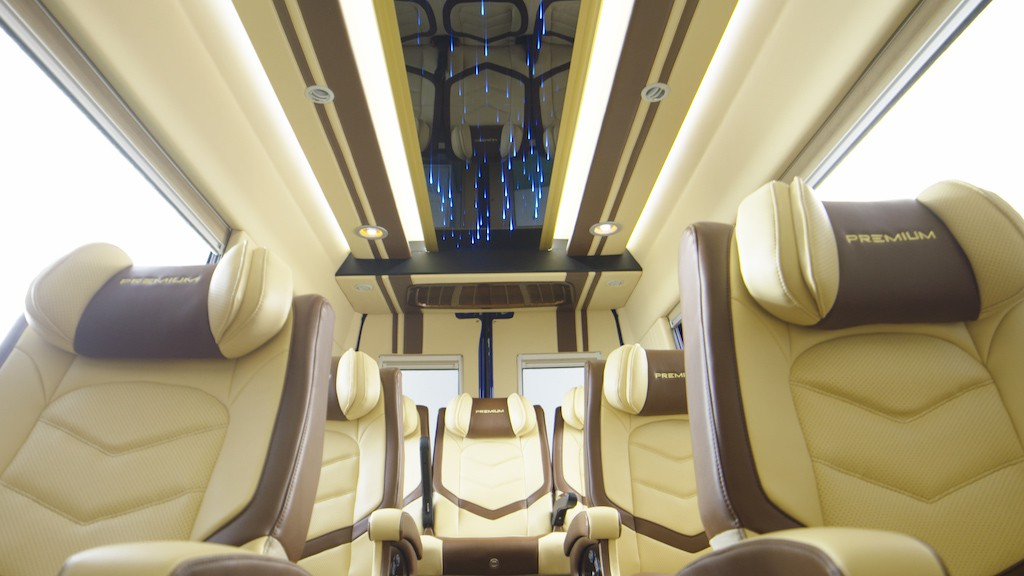 khoang-hanh-khach-minibus-iveco-daily-2020-2021-xetot-com-blog