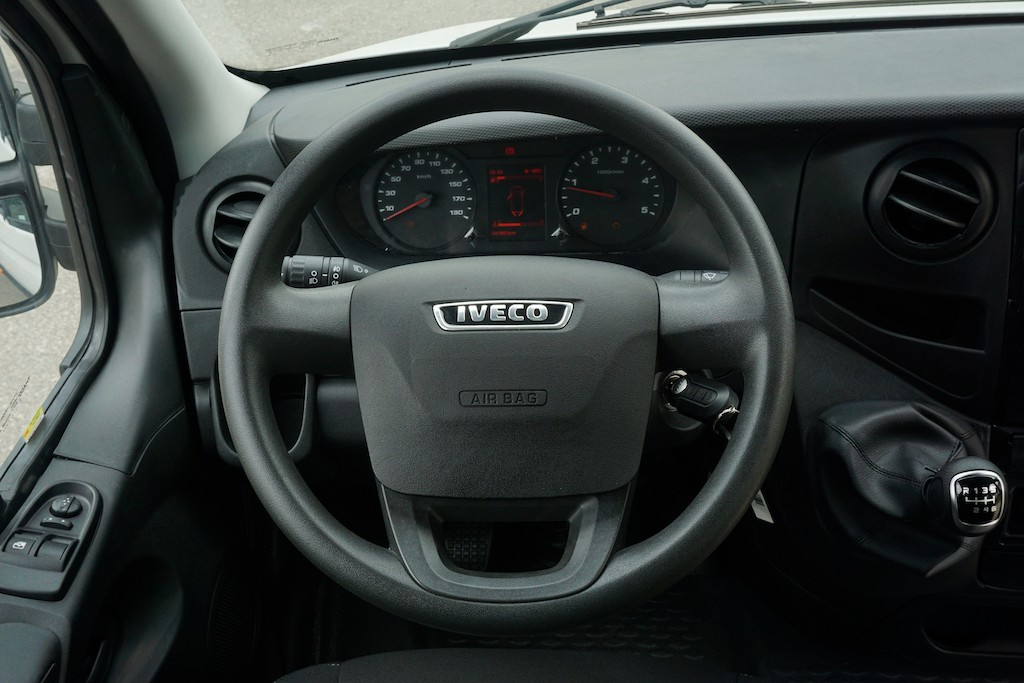 vo-lang-minibus-iveco-daily-2020-2021-xetot-com-blog