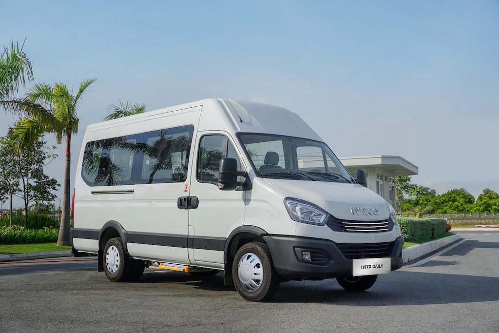 xe-minibus-iveco-daily-2020-2021-xetot-com-blog