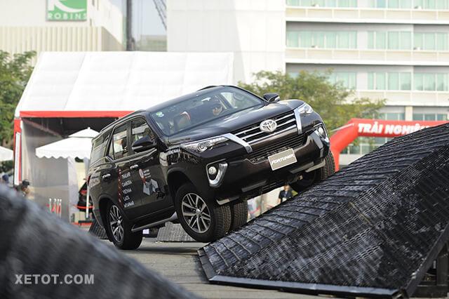 5 12 - Chi tiết xe Toyota Fortuner 2.7AT 4x2 2021 máy xăng số tự động 1 cầu - SUV 7 chỗ lướt êm như gió