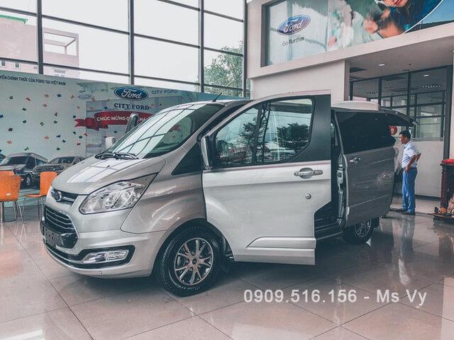 55 - Chi tiết Ford Tourneo Titanium 2021 kèm giá bán (04/2021)