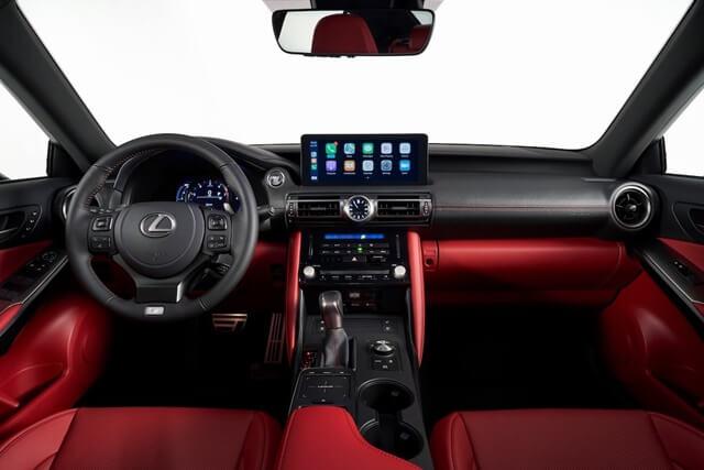 Lexus IS300h 2021 cabin - Đánh giá xe Lexus IS 300h 2021 - Mẫu sedan hạng sang cỡ vừa đậm chất thể thao