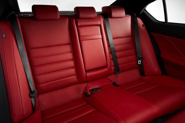 Lexus IS300h 2021 ghe sau - Đánh giá xe Lexus IS 300h 2021 - Mẫu sedan hạng sang cỡ vừa đậm chất thể thao