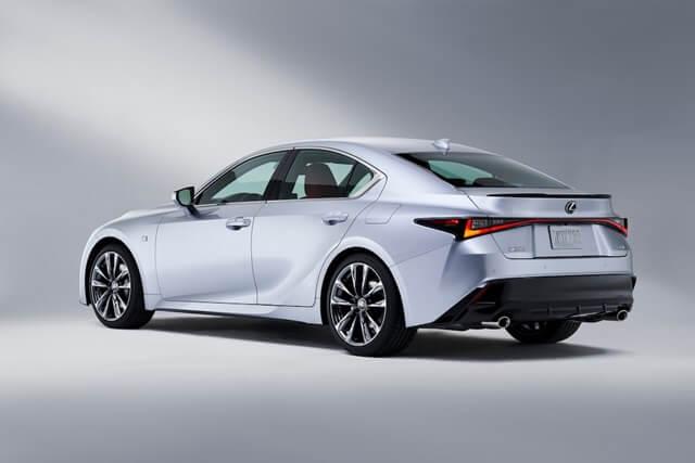 Lexus IS300h 2021 hong xe - Đánh giá xe Lexus IS 300h 2021 - Mẫu sedan hạng sang cỡ vừa đậm chất thể thao