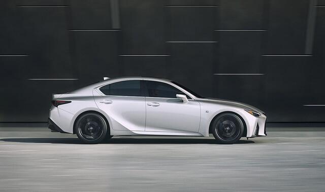 Lexus IS300h 2021 than xe - Đánh giá xe Lexus IS 300h 2021 - Mẫu sedan hạng sang cỡ vừa đậm chất thể thao