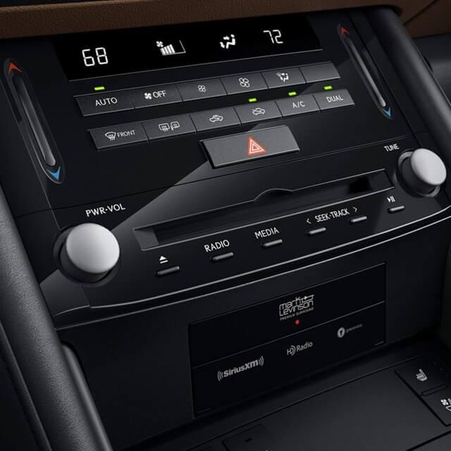 Lexus IS300h 2021 trung tam dieu khien - Đánh giá xe Lexus IS 300h 2021 - Mẫu sedan hạng sang cỡ vừa đậm chất thể thao