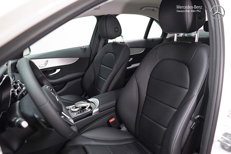 Ghe xe mercedes benz c180 amg 2021 muaxegiatot vn 17 - Đánh giá xe Mercedes C180 AMG 2021 – Giá 1,5 tỷ cạnh tranh Audi A4, BMW 3-Series
