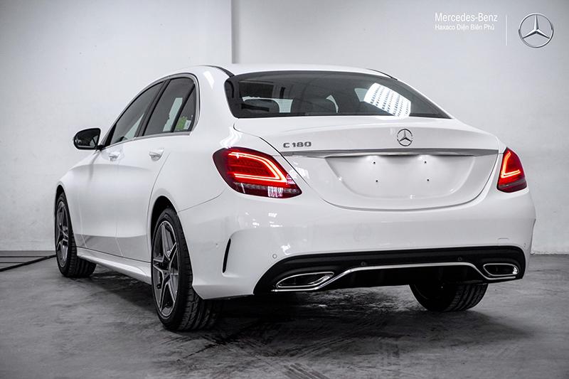 can sau xe mercedes benz c180 amg 2021 muaxegiatot vn 23 - Đánh giá xe Mercedes C180 AMG 2021 – Giá 1,5 tỷ cạnh tranh Audi A4, BMW 3-Series