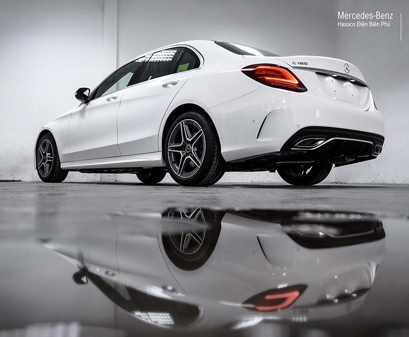gam xe mercedes benz c180 amg 2021 muaxegiatot vn 24 - Đánh giá xe Mercedes C180 AMG 2021 – Giá 1,5 tỷ cạnh tranh Audi A4, BMW 3-Series