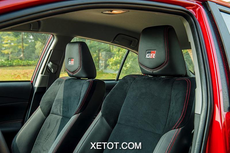 logo tren ghe xe Toyota Vios GR S 2021 xetot com - 5 lý do tại sao không nên mua xe Toyota Vios