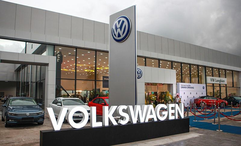 mat tien Volkswagen LongBien Hanoi muaxegiatot vn - Giới thiệu đại lý Volkswagen Long Biên - Xây dựng niềm tintrên nền tảng của sự uy tín