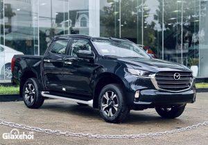 gia xe mazda bt 50 2021 2022 muaxegiatot vn 300x209 - Mazda BT-50 2022 đã về tới đại lý, sớm ra mắt khách hàng Việt