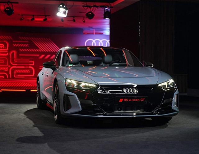 Audi e tron GT 2022 ra mat thai lan muaxegiatot vn - Xe điện Audi e-tron GT 2022 chính hãng mới về Việt Nam, đối đầu Taycan