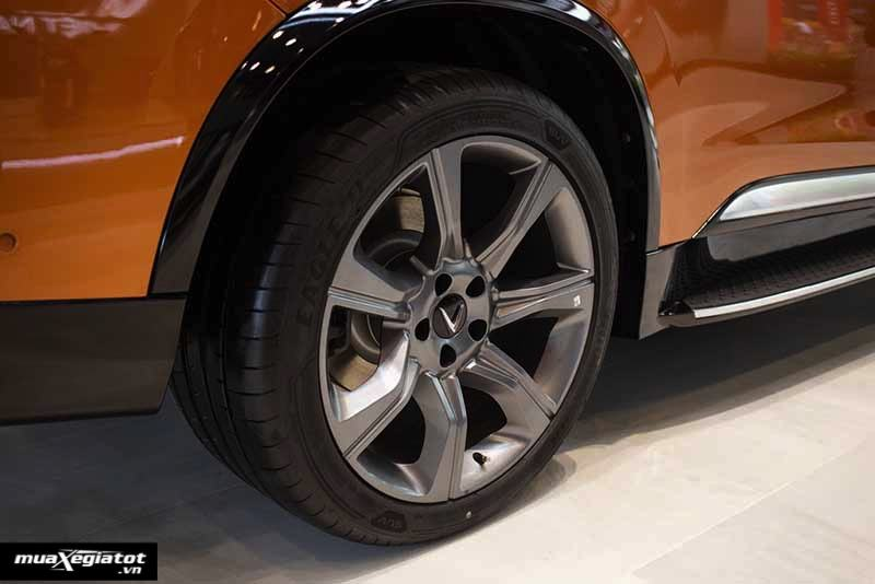 Mam xe VinFast President 2020 2021 Muaxegiatot vn - Với 3.8 tỷ nên chọn mua VinFast President hay Porsche Macan?