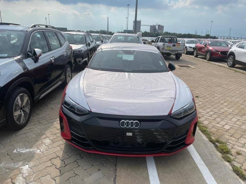 audi e tron gt 2022 cap cang xetot com - Xe điện Audi e-tron GT 2022 chính hãng mới về Việt Nam, đối đầu Taycan
