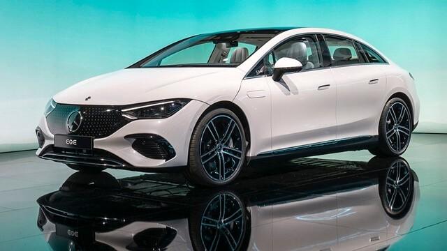 Muaxegiatot vn Mercedes Benz EQE tong the ngoai that - 3 mẫu xe điện Mercedes sắp bán - Mở ra kỷ nguyên xe điện hạng sang tại Việt Nam