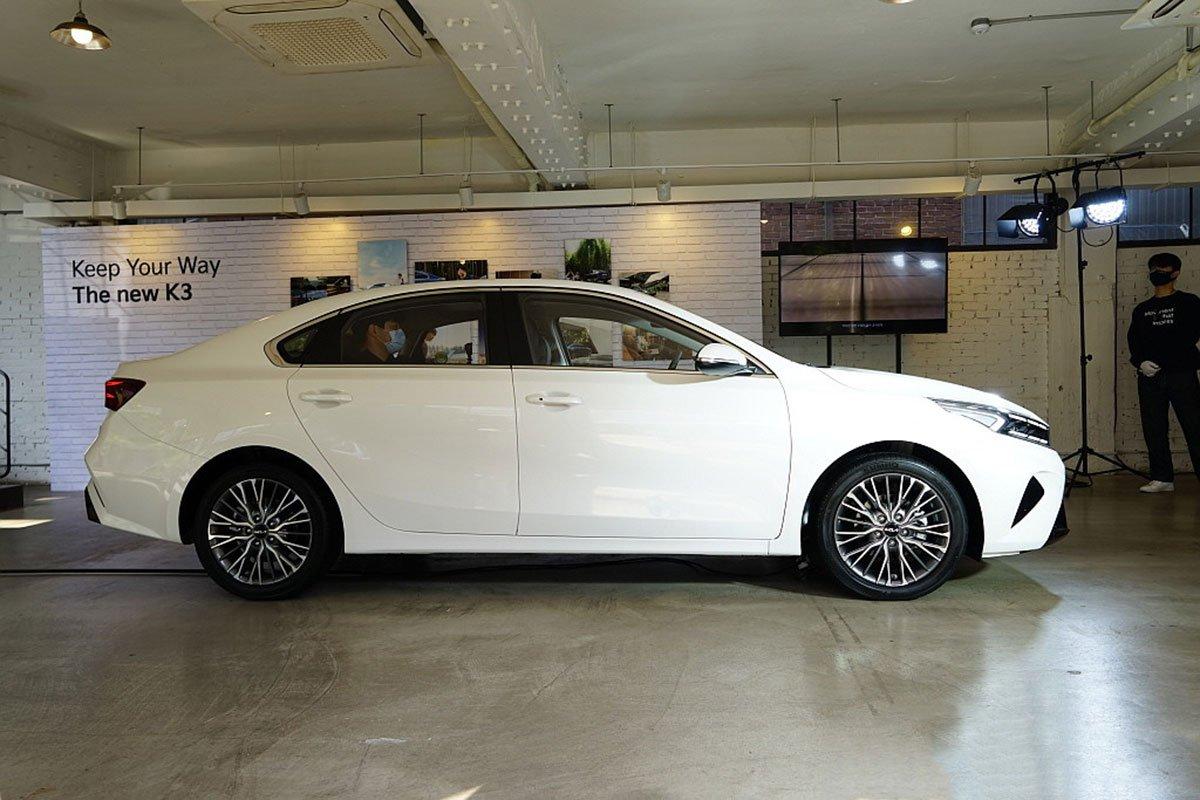 danh gia xe kia k3 2022 muaxegiatot vn 3 8120 - So sánh Kia K3 và Mazda 3: Đâu là sự lựa chọn tốt?