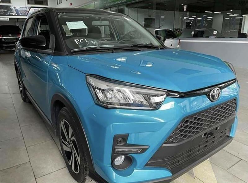 den truoc toyota raize 2022 giaxehoi vn - Toyota Raize 2022 và Kia Sonet 2022: Xe SUV 5 chỗ cỡ nhỏ nào nên mua?