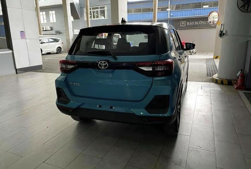 duoi xe toyota raize 2022 giaxehoi vn - Toyota Raize 2022 và Kia Sonet 2022: Xe SUV 5 chỗ cỡ nhỏ nào nên mua?