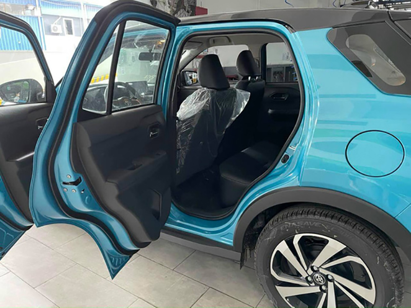 hang ghe sau toyota raize 2022 giaxehoi vn - Toyota Raize 2022 và Kia Sonet 2022: Xe SUV 5 chỗ cỡ nhỏ nào nên mua?