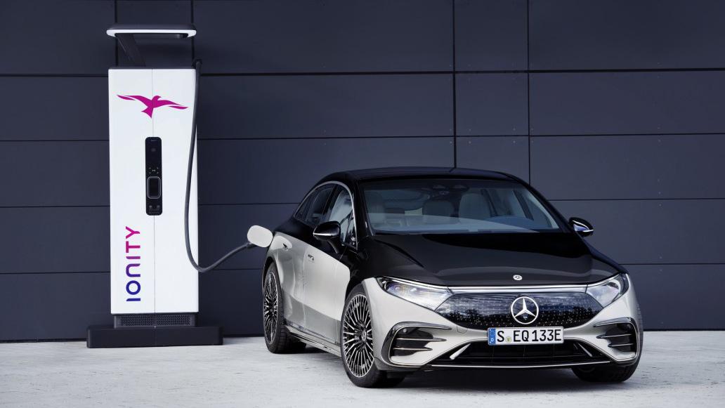 he thong sac xe mercedes eqs 2022 muaxegiatot vn - 3 mẫu xe điện Mercedes sắp bán - Mở ra kỷ nguyên xe điện hạng sang tại Việt Nam