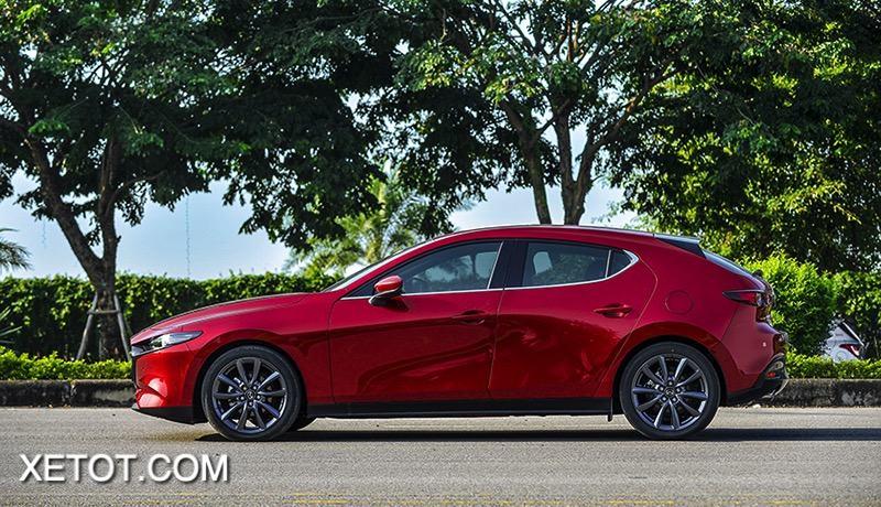than xe mazda 3 2021 hatchback sedan muaxegiatot vn - So sánh Kia K3 và Mazda 3: Đâu là sự lựa chọn tốt?