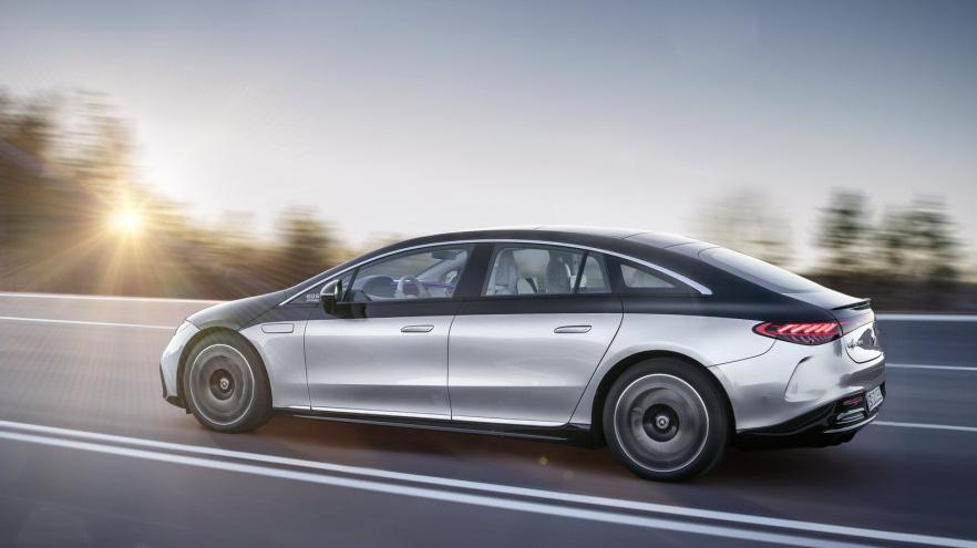 van hanh mercedes eqs 2022 muaxegiatot vn - 3 mẫu xe điện Mercedes sắp bán - Mở ra kỷ nguyên xe điện hạng sang tại Việt Nam